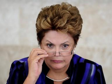 Em nota, Dilma nega pagamento irregular a João Santana