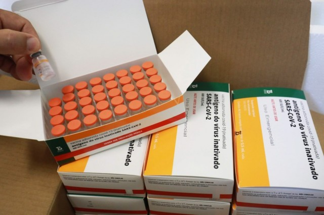 RS deve receber 63,6 mil doses da CoronaVac amanhã