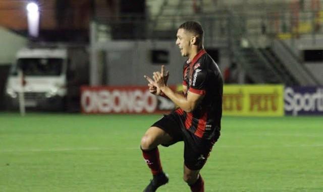 Luiz Henrique deixa o Brasil