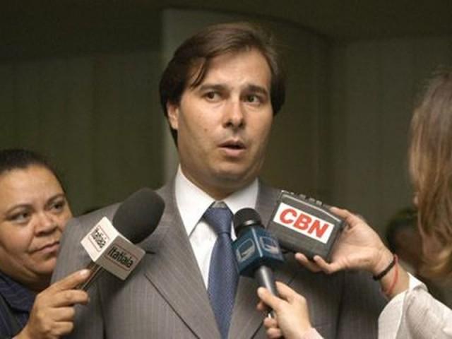 Rodrigo Maia afasta Paulo Maluf do mandato de deputado