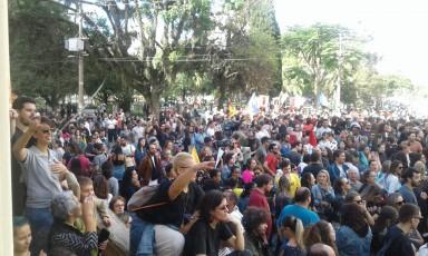 Em Pelotas, manifestação atinge grande número de pessoas
