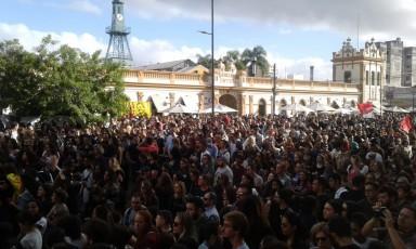 As manifestações acontecem no Largo do Mercado Público, no centro histórico de Pelotas