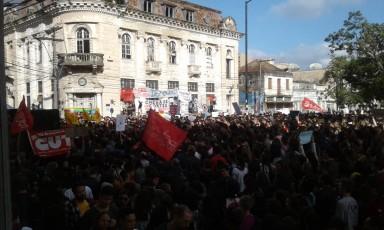 Estudantes, professores e entidades sindicais participam da manifestação