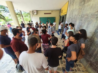 1º dia do Enem teve abstenção recorde e alunos barrados em sala lotadas