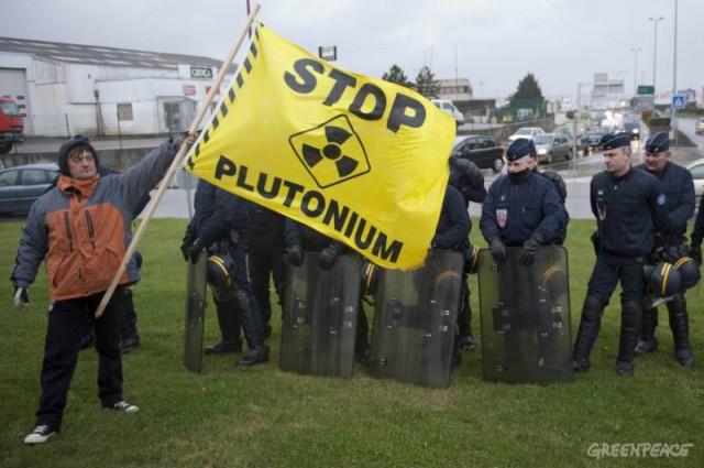 Greenpeace assume ter deixado mala com alarme em comissão da Câmara