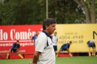 Paulo Porto muda meio-campo