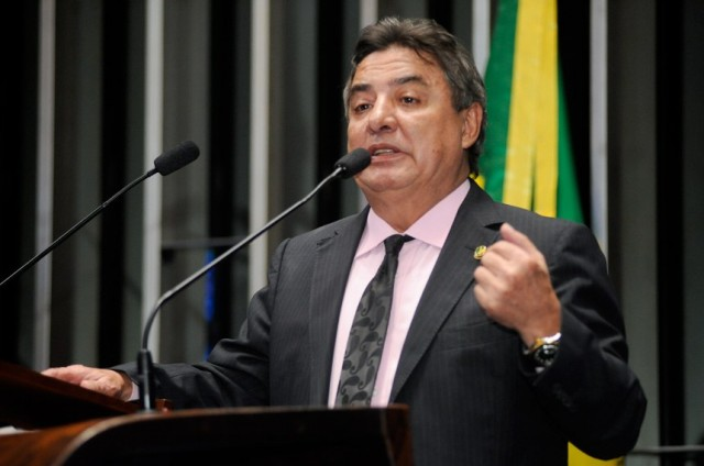 PF quer investigar senador Zeze Perrella por porte ilegal de arma
