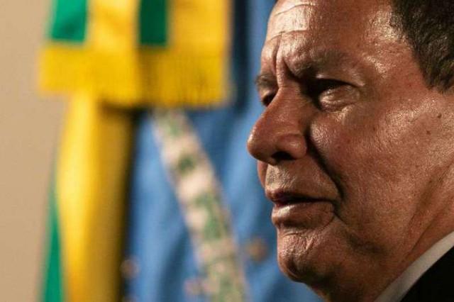 'Governo está fazendo além do que pode', diz Mourão sobre Manaus