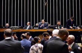 Deputados que não se reelegeram fazem discursos de despedida da Câmara