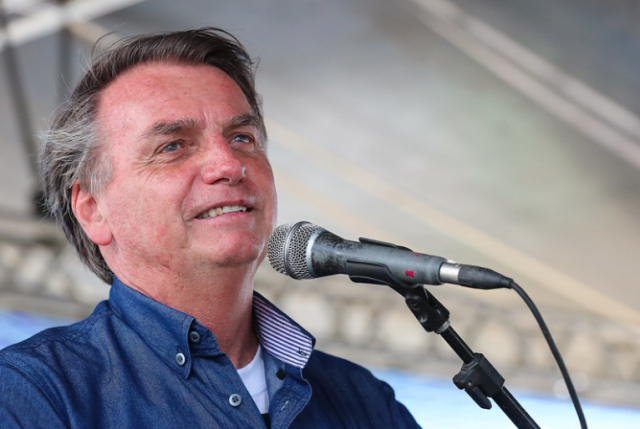 Bolsonaro sanciona projeto que flexibiliza lei de improbidade administrativa