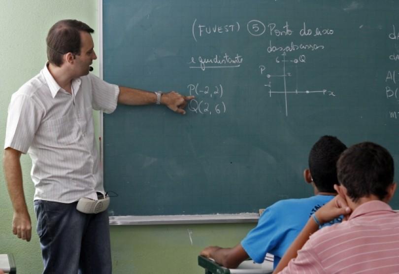 Governo divulga aumento do piso salarial de professores do ensino básico